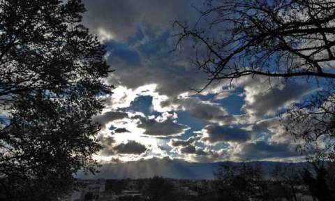 Καιρός: Ανεβαίνει η θερμοκρασία - Επιμένουν οι βροχές και οι καταιγίδες (pics)