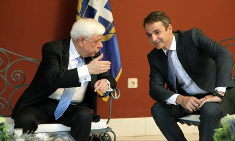 ND leader Mitsotakis requests urgent meeting with President Pavlopoulos
