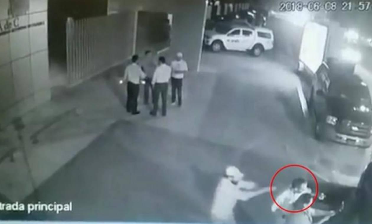 Σοκαριστικό βίντεο: Δολοφόνησαν εν ψυχρώ πολιτικό την ώρα που που έβγαζε selfie