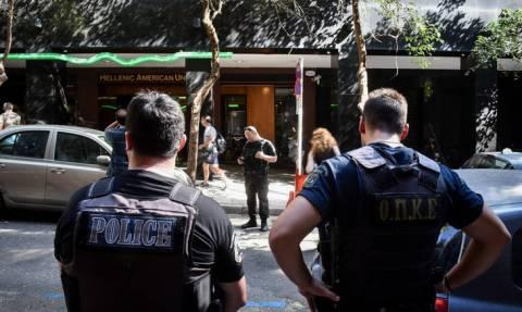 Επίθεση στην Ελληνοαμερικανική Ένωση: Αλεξίσφαιρα και φυσίγγια εντόπισαν στο σπίτι της 23χρονης