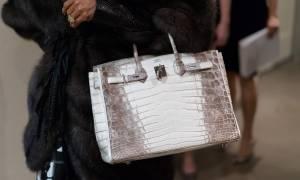 Βρετανία: Μια μεταχειρισμένη τσάντα του οίκου Hermes «έπιασε» σε δημοπρασία 184.125 ευρώ