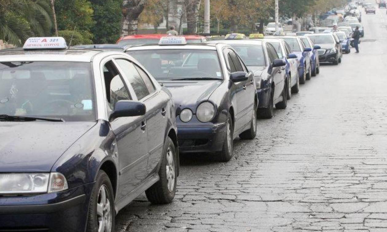 В Салониках продолжается забастовка таксистов