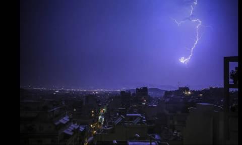 Καιρός: Ο «Μίνωας» πλησιάζει την Ελλάδα - Έρχονται καταιγίδες, χαλάζι και πτώση της θερμοκρασίας