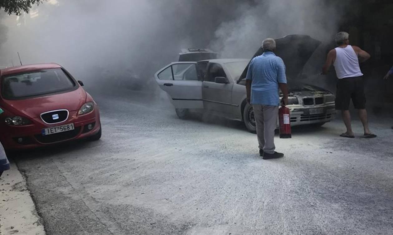 Παγκράτι: Όχημα τυλίχθηκε στις φλόγες στη μέση του δρόμου (pics&vid)