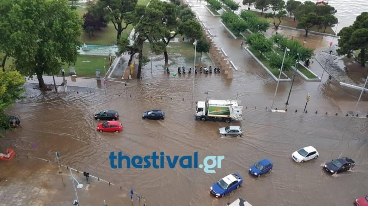 «Βούλιαξε» η Θεσσαλονίκη: Εικόνες καταστροφής από την έντονη βροχόπτωση και το χαλάζι (pics&vid)