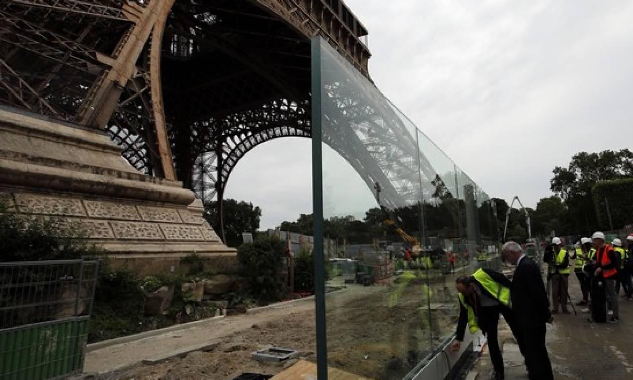 Ο Πύργος του Άιφελ «θωρακίζεται» ενάντια σε τρομοκρατικές επιθέσεις
