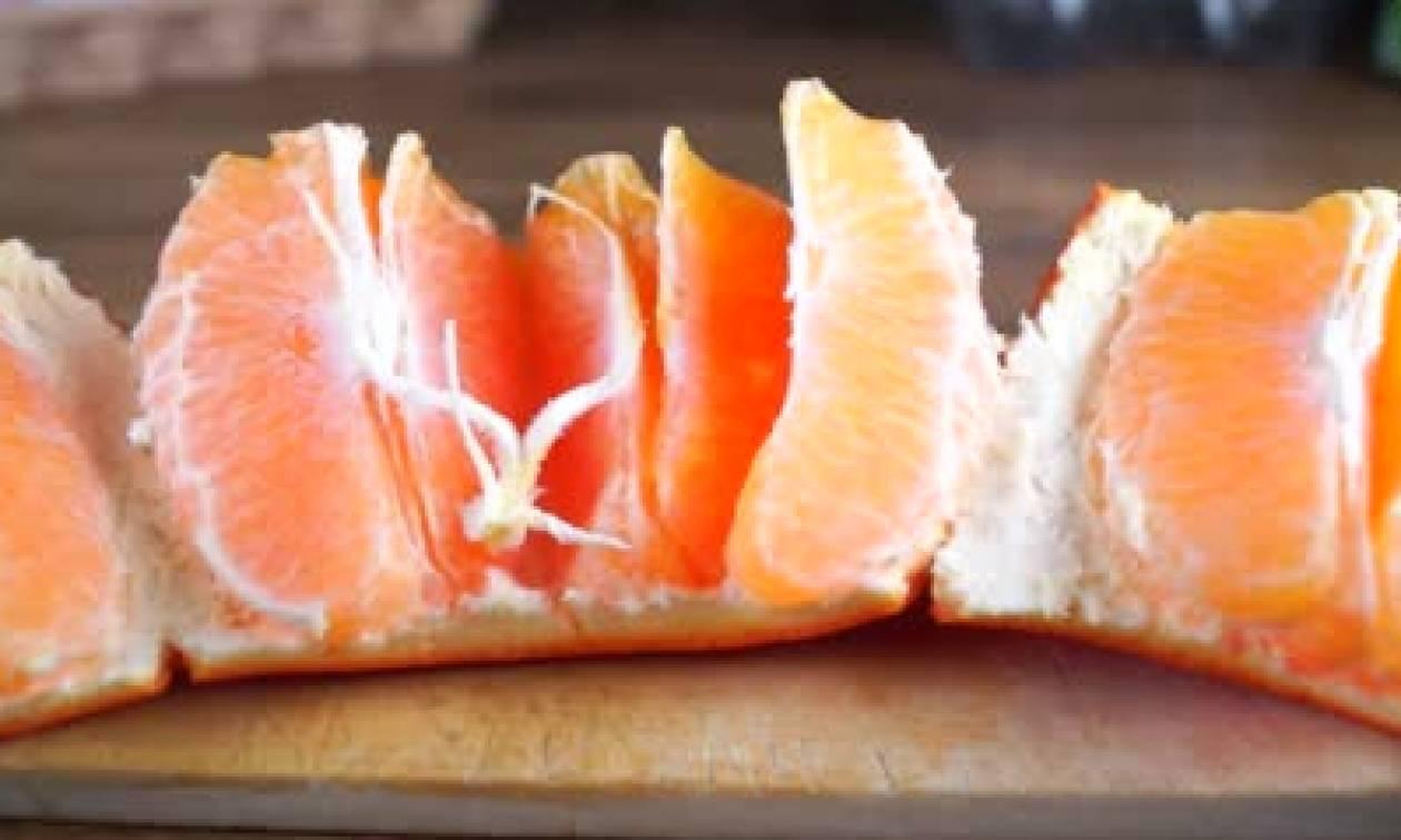 Πάρτε χρονόμετρο και... Αυτός είναι ο πιο γρήγορος τρόπος να καθαρίσετε ένα πορτοκάλι (video)