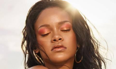 Αγνώριστη! Η Rihanna σε μία εμφάνιση που δεν περίμενες