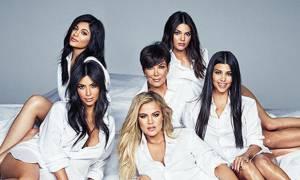 Τα βλέπουμε διπλά: Kourtney Kardashian και Kylie Jenner, ποζάρουν με το ίδιο μπικίνι & αναστατώνουν