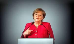 Έκτακτη Σύνοδο Κορυφής για το προσφυγικό ζητά η Μέρκελ