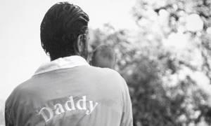 Γιορτή του Πατέρα: Οι διάσημοι μπαμπάδες που γιορτάζουν φέτος, για πρώτη φορά