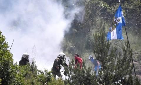 Επεισόδια στις Πρέσπες: Τραυματίες και χημικά στη συγκέντρωση για τη Μακεδονία (pics&vids)