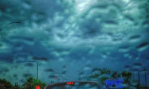 Προβλήματα στην Αττική από την ισχυρή βροχόπτωση: Απεγκλωβισμός γυναίκας από το Ι.Χ. της