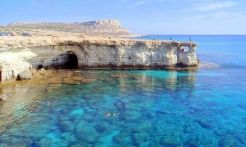 На Кипре завершена операция по спасению двух туристов из России
