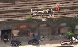 Φρικτό δυστύχημα στο Λονδίνο: Τρένο χτύπησε και σκότωσε τρία άτομα (pics&vid)
