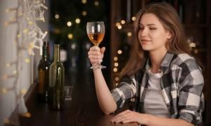Αλκοόλ: Οι επιπτώσεις στην οστική υγεία των γυναικών