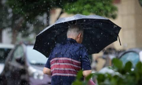 Καιρός: Συνεχίζει την επέλαση του ο «Μίνωας» με ισχυρές καταιγίδες σε όλη τη χώρα την Τρίτη