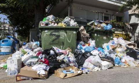 Мусор из центра Афин не вывозится уже 8 дней
