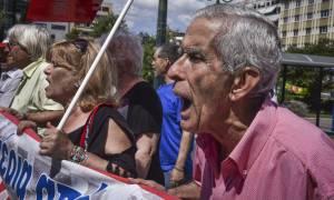 Στους δρόμους και πάλι οι συνταξιούχοι για τις μειώσεις στις συντάξεις (pics)