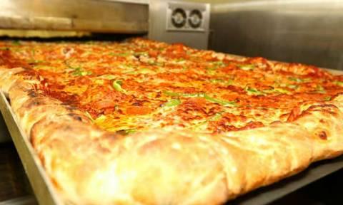 Αυτήν την πίτσα χρειάζεται να την παραγγείλεις 2 μέρες πριν! Δείτε το λόγο...