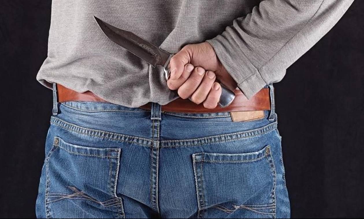 Στιγμές τρόμου για 63χρονο: Τον απείλησαν με μαχαίρι μέσα στο σπίτι του