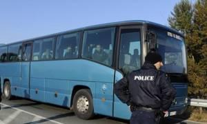 Έφηβος μετανάστης πήγε από τη Γαλλία στη Βρετανία κρυμμένος μέσα σε μηχανή λεωφορείου