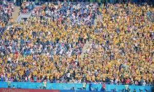 Μουντιάλ 2018: Αυστραλός οπαδός τα πέταξε όλα στις κερκίδες! (photo)