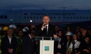 Κωνσταντινούπολη: Προεκλογική φιέστα Ερντογάν στο «μεγαλύτερο αεροδρόμιο του κόσμου» (Vids)