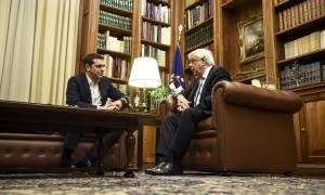 Τσίπρας σε Παυλόπουλο: Ιστορική η συμφωνία του Eurogroup για το χρέος (vid)