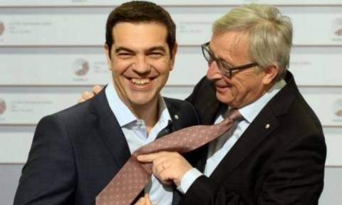 Αποκάλυψη Τσίπρα: Θα φορέσει τελικά γραβάτα απόψε ή όχι;