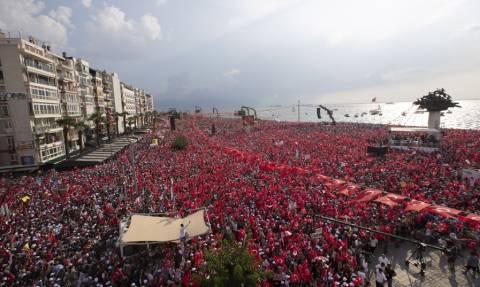 Τρέμει ο Ερντογάν! Μεγαλειώδης προεκλογική συγκέντρωση του Ιντζέ στη Σμύρνη με 2,5 εκατομμύρια κόσμο