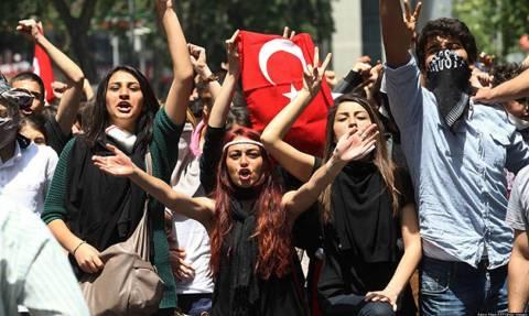 Τουρκία Εκλογές: Μπορούν οι νέοι ψηφοφόροι να «γκρεμίσουν» τον Ερντογάν από τον θρόνο της εξουσίας;