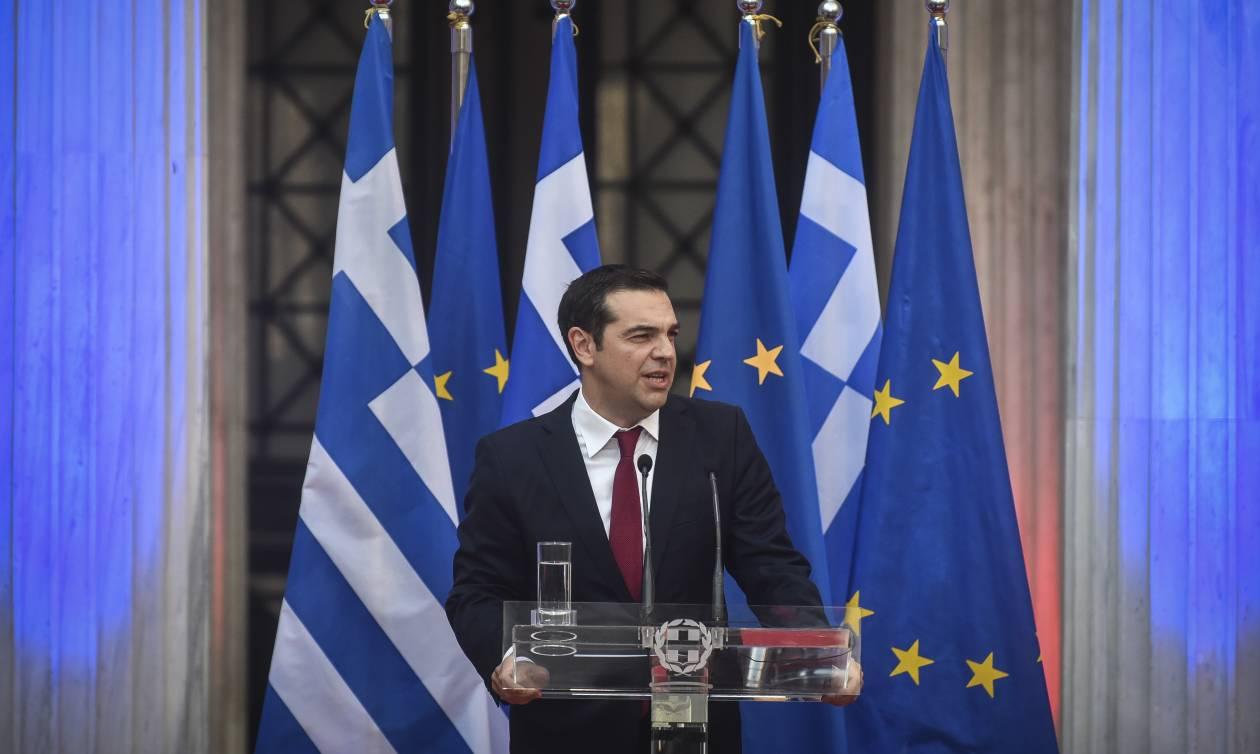 Ο Αλέξης Τσίπρας ΓΙΑ ΠΡΩΤΗ ΦΟΡΑ με γραβάτα - Τήρησε την υπόσχεσή του ο πρωθυπουργός! (pics)