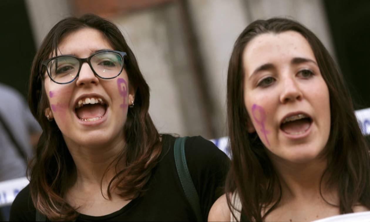 Ισπανία: Οργή για την επικείμενη αποφυλάκιση 5 ανδρών που κατηγορήθηκαν για ομαδικό βιασμό