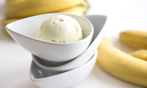 Λαχταριστό παγωτό μπανάνα μόνο με τρία υλικά. Και όχι δεν παχαίνει!