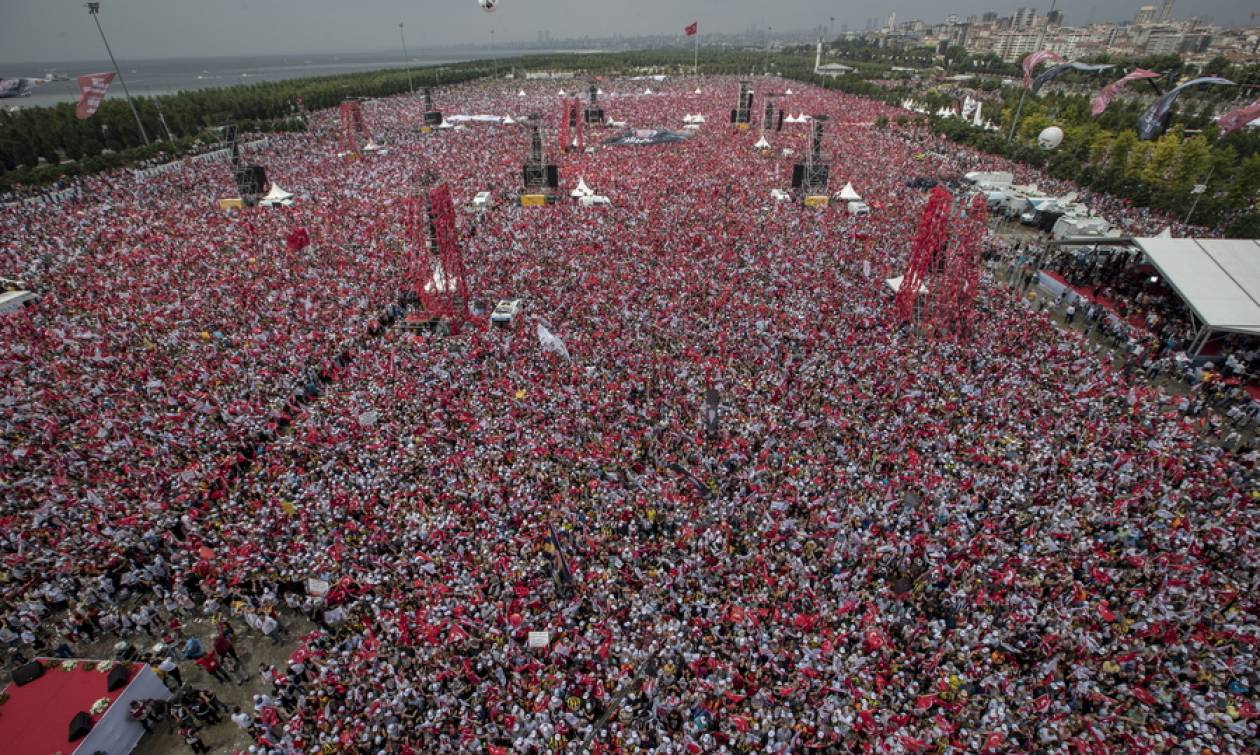 Τρέμει ο Ερντογάν από την «λαοπλημμύρα» του Ιντζέ – Πέντε εκατομμύρια αποθέωσαν τον «Θεσσαλονικιό»