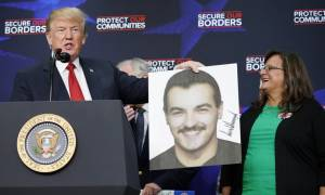 O Τραμπ υποδέχθηκε στο Λευκό Οίκο οικογένειες θυμάτων παράτυπων μεταναστών (video)