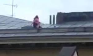 Σεξ που κόβει την… ανάσα! Δεν φαντάζεστε πού το έκαναν ρισκάροντας τη ζωή τους (video)