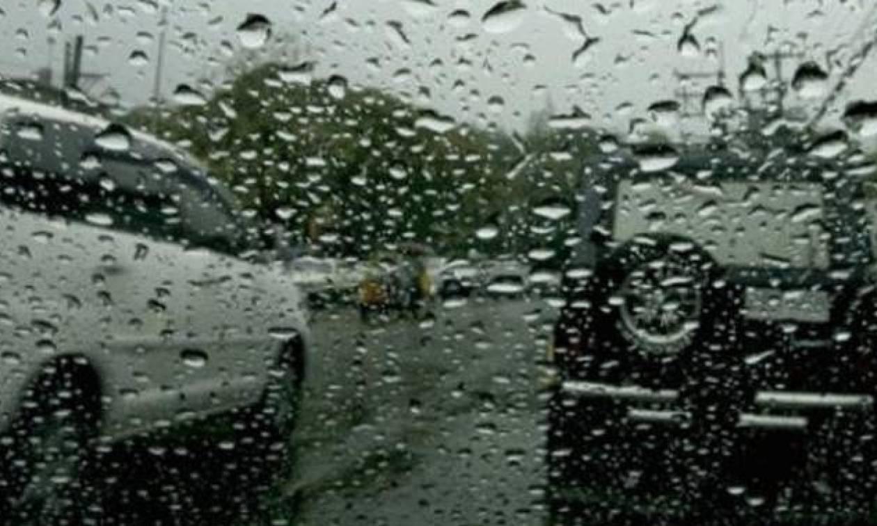 Καιρός ΤΩΡΑ: Πού βρέχει αυτή τη στιγμή