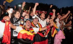 Παγκόσμιο Κύπελλο Ποδοσφαίρου 2018: «Κάηκε» το Βερολίνο μετά την ανατροπή της Γερμανίας (vid)