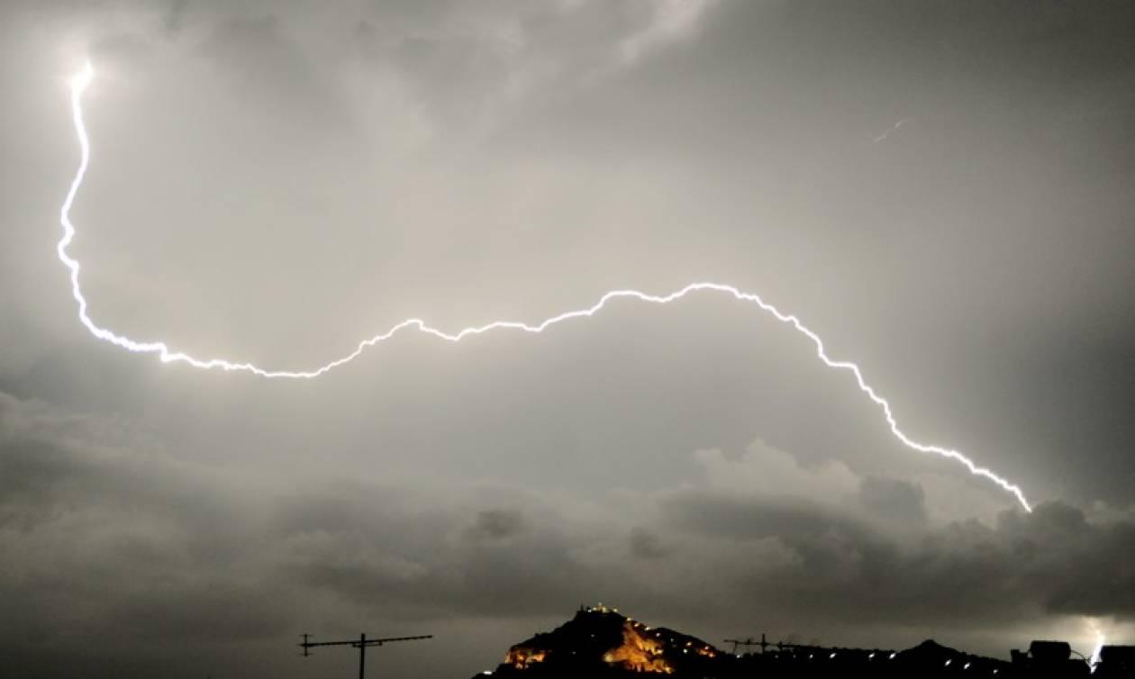Έκτακτο δελτίο επιδείνωσης του καιρού από την ΕΜΥ: Έρχονται βροχές, καταιγίδες και χαλάζι