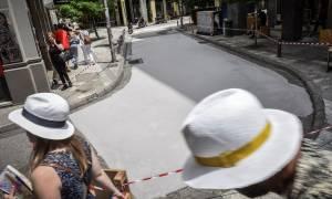 Ο πρώτος «λευκός» δρόμος της Αθήνας! Δείτε πού είναι, γιατί τον έβαψαν και τι να προσέξετε (pics)