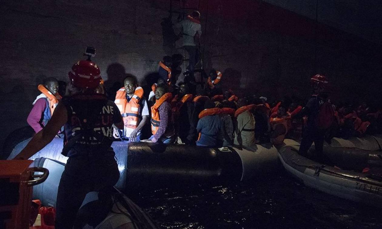 «Θρίλερ» στη Μεσόγειο: 230 μετανάστες εγκλωβισμένοι στα ανοιχτά χωρίς νερό και τρόφιμα