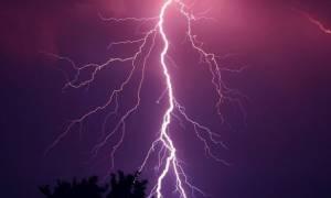 Κακοκαιρία: Στο σκοτάδι ολόκληρη η Ζάκυνθος εξαιτίας κεραυνού