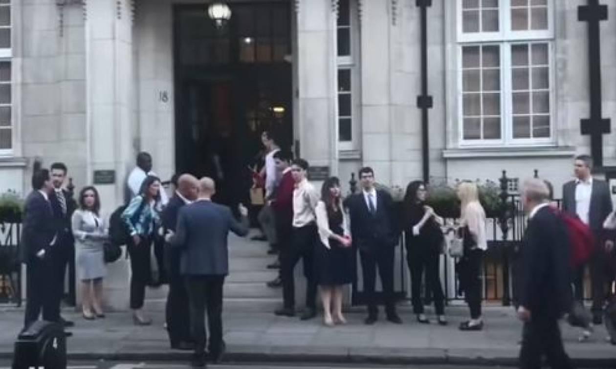 Αυτός είναι ο πολίτης που αποκάλεσε «προδότη» τον Τσίπρα στο Λονδίνο