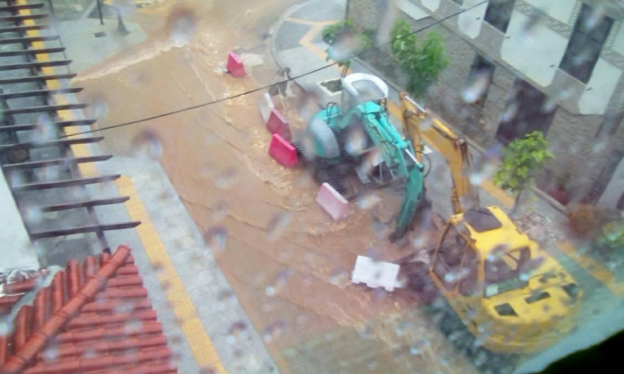 Καιρός ΤΩΡΑ: Πλημμύρες και ισχυροί άνεμοι «χτυπούν» τη Χαλκιδική