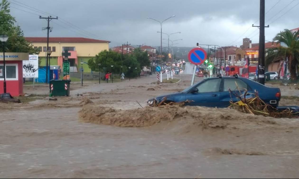 Καιρός: Στο έλεος της κακοκαιρίας η Χαλκιδική - Πλημμυρισμένοι δρόμοι και σπίτια (pics&vid)