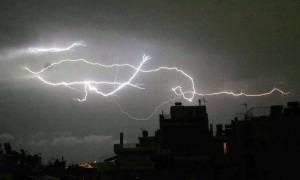 Καιρός: Η «Νεφέλη» σαρώνει τη χώρα με σφοδρές καταιγίδες και νέα πτώση της θερμοκρασίας (pics)
