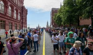 Μουντιάλ 2018: Φίλαθλοι κάνουν ουρές στην Κόκκινη Πλατεία για να δουν τον… Λένιν