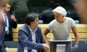 Το ΔΝΤ ανοίγει τα χαρτιά του για χρέος και οικονομία